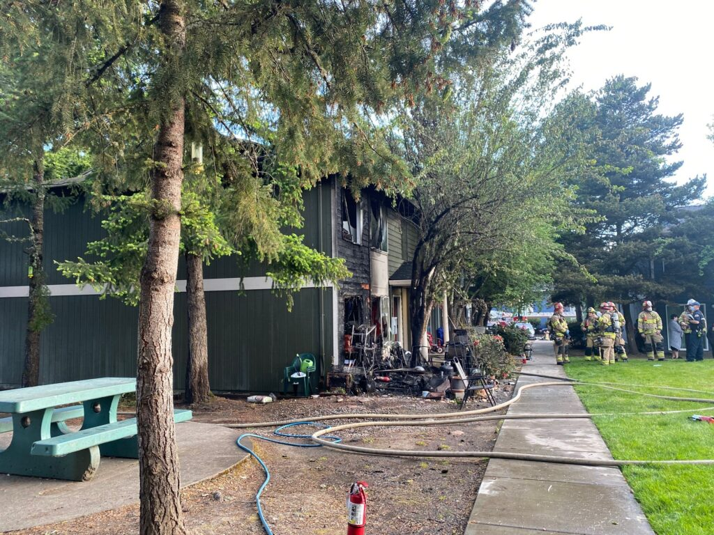 Firefighters respond to Tigard apartment fire